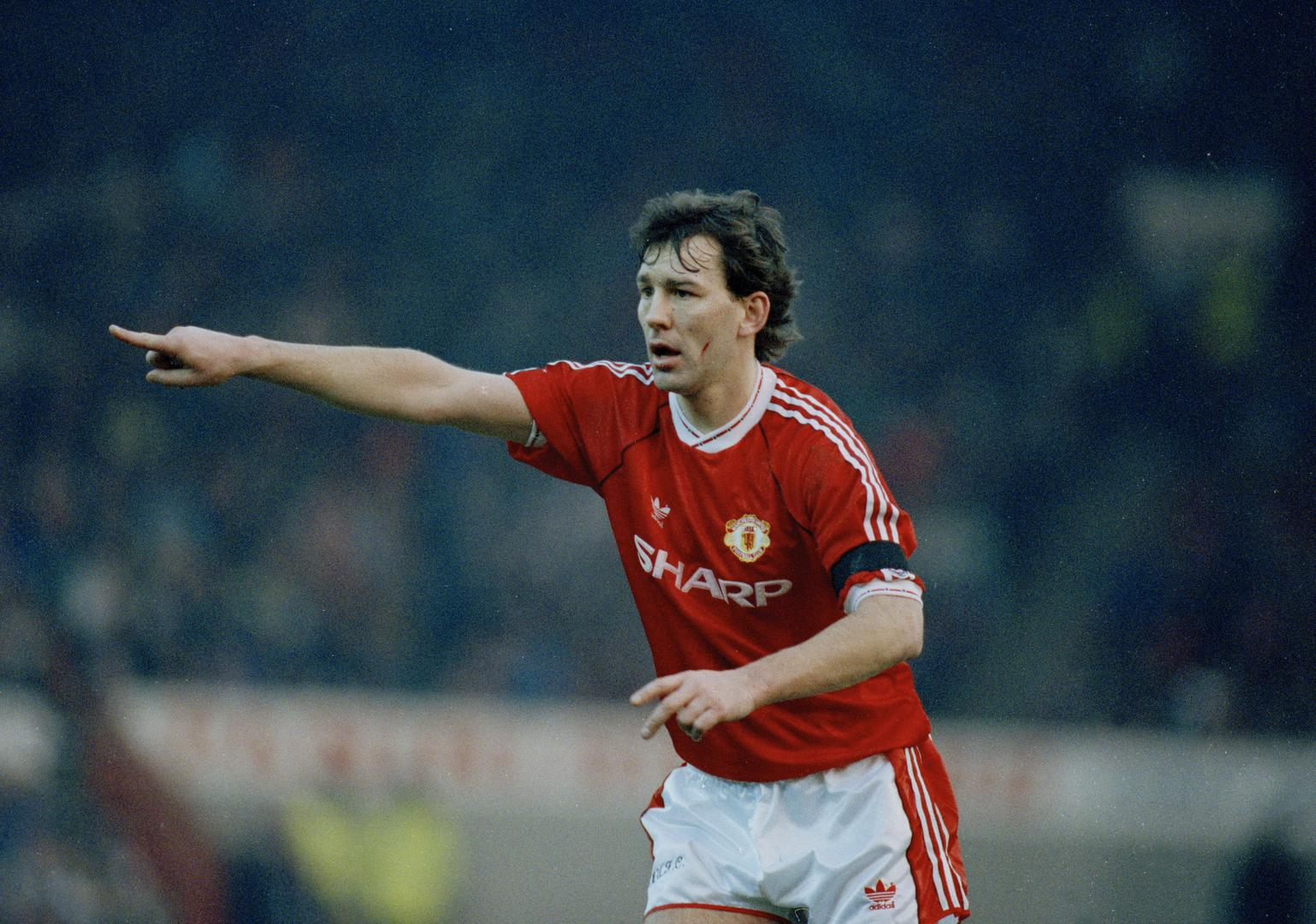 Bryan Robson playing for United.