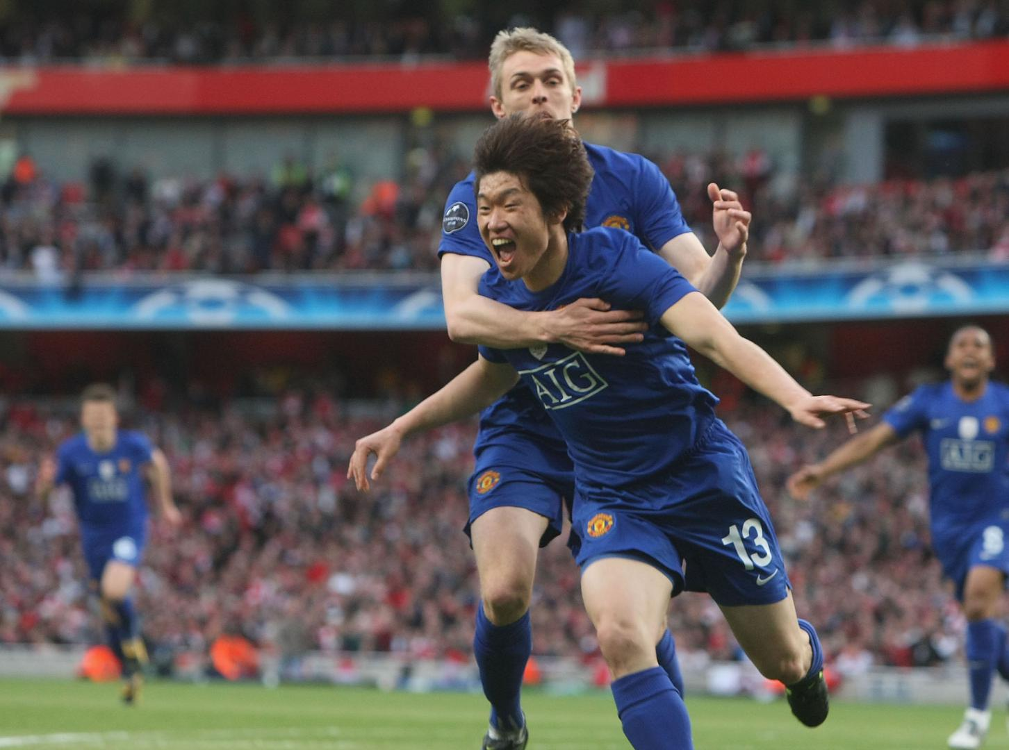 Ji-sung Park celebrates his goal against Arsenal in the 2009 Champions League semi-final with Darren Fletcher