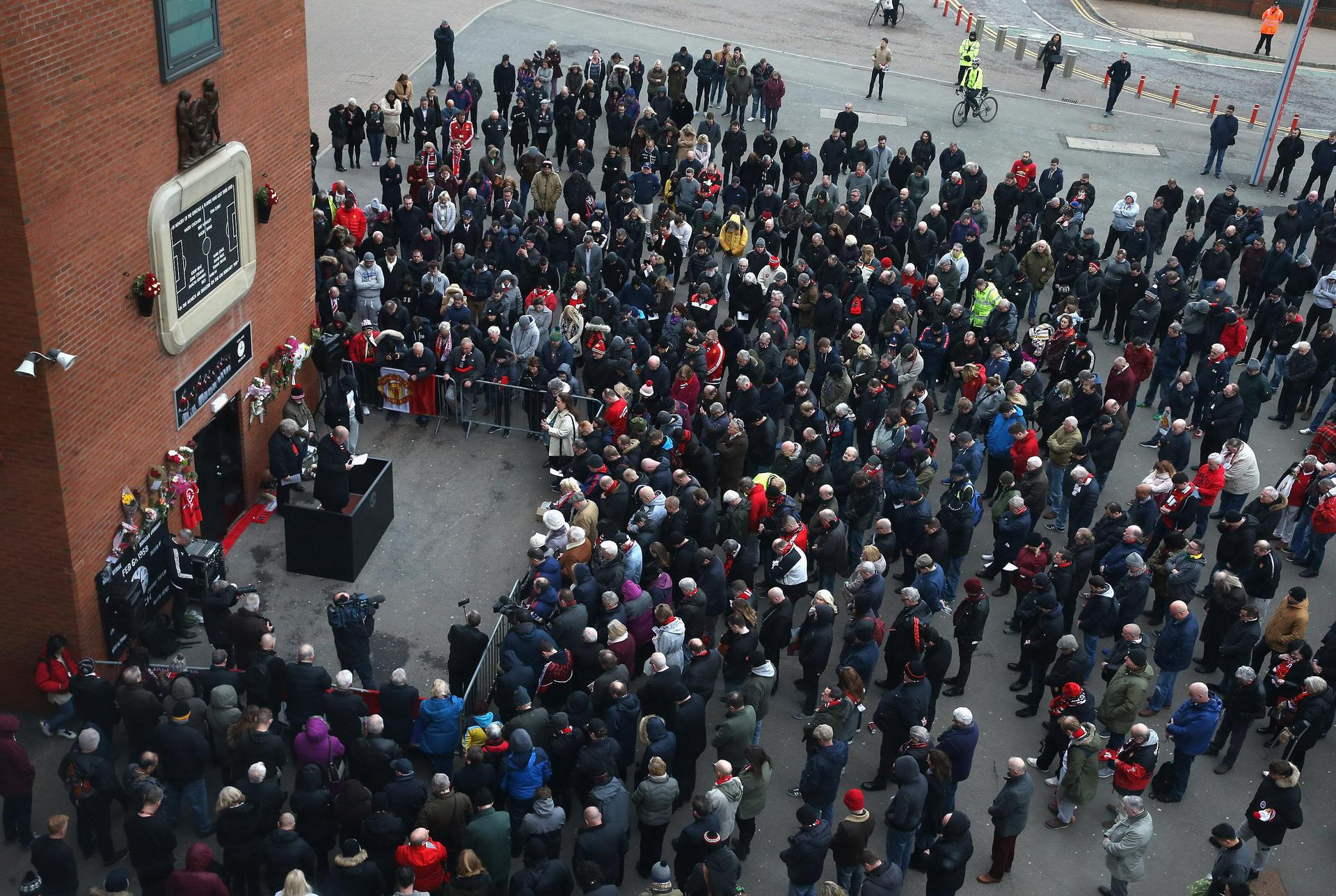 United fans at Munich memorial