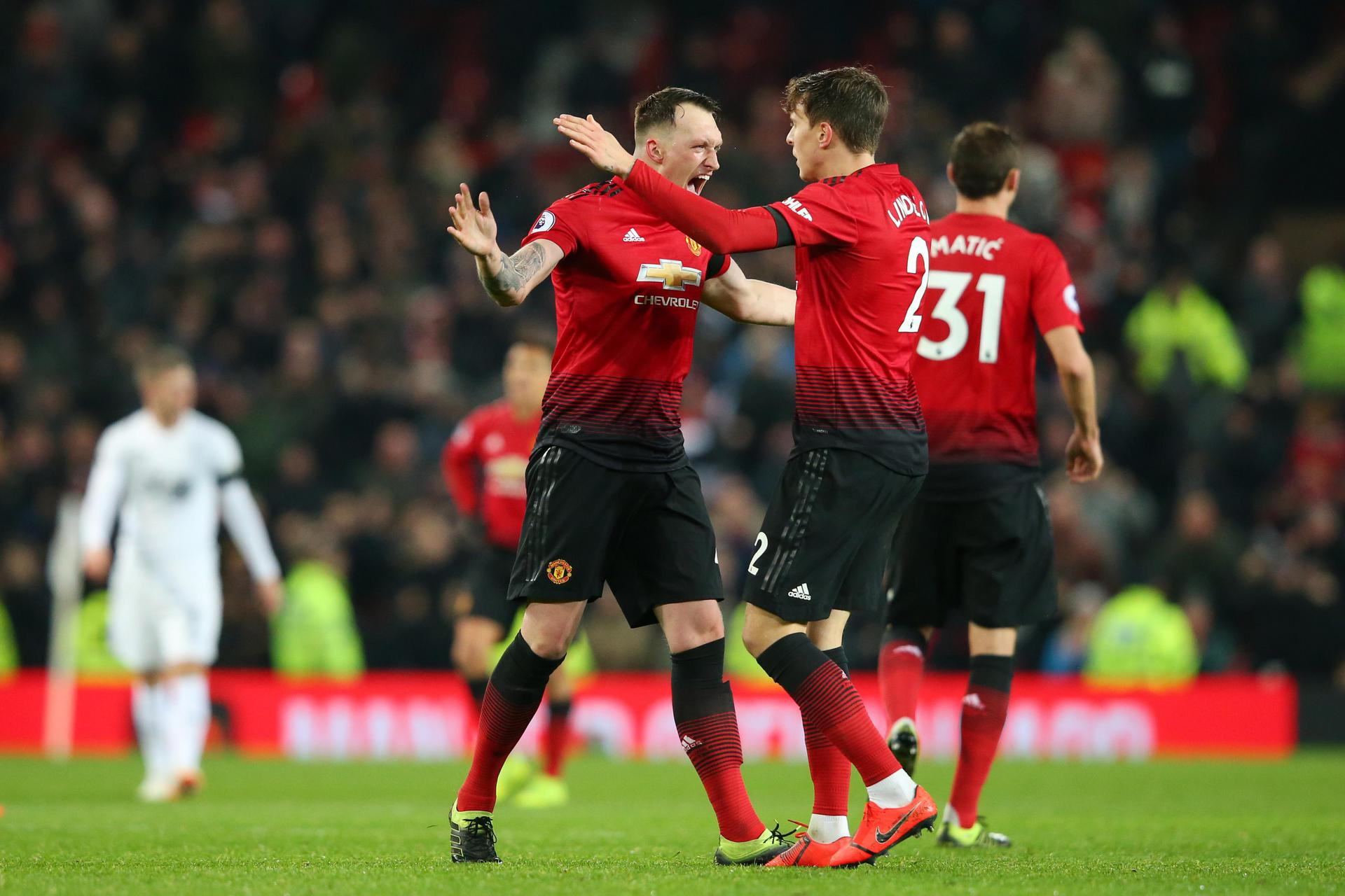 Phil Jones congraulates Victor Lindelof after United equaliser