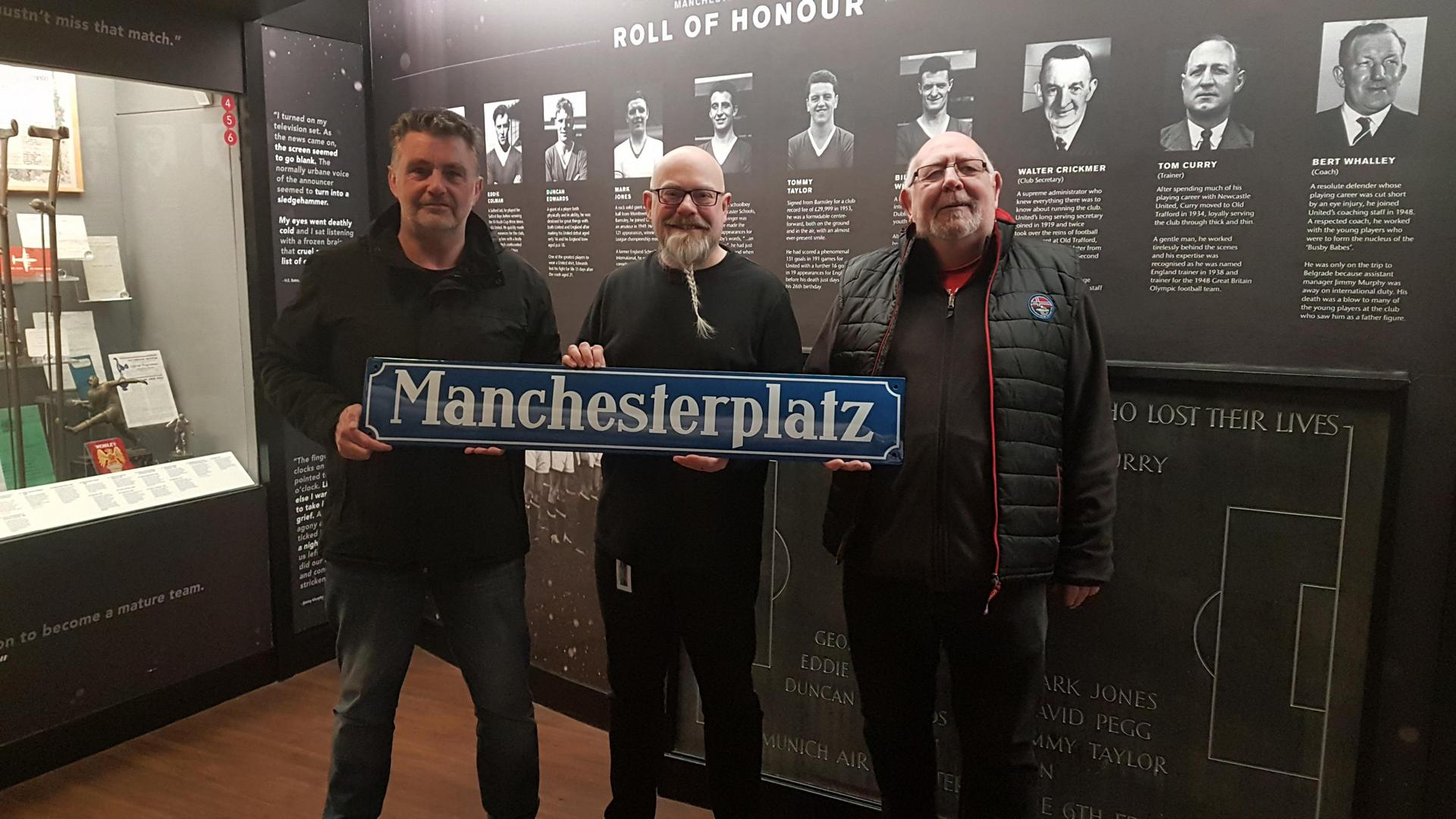 Mark Wylie receives the Manchesterplatz street sign from Munich in the club museum
