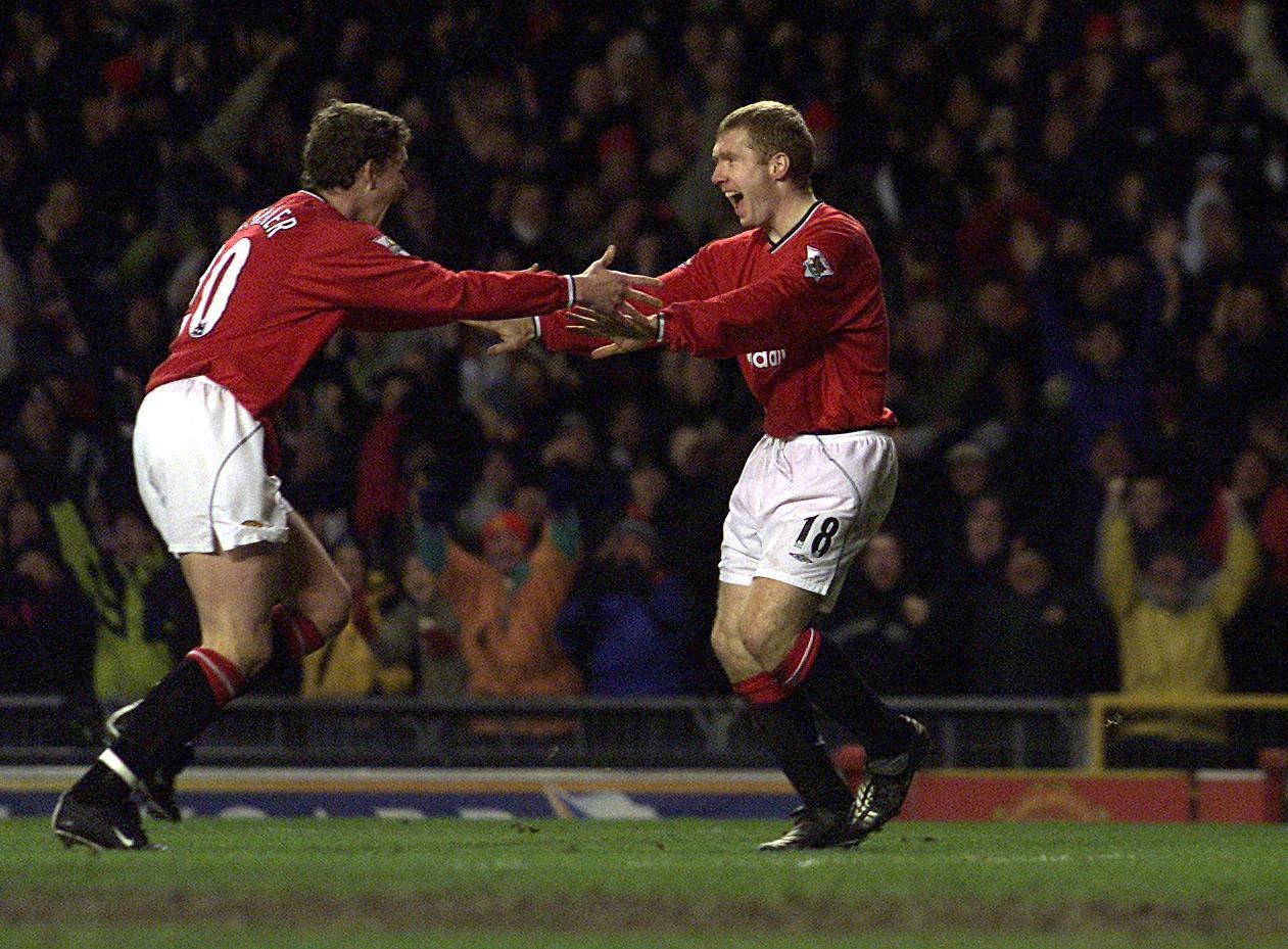 Ole Gunnar Solskjaer and Paul Scholes celebrating a goal.
