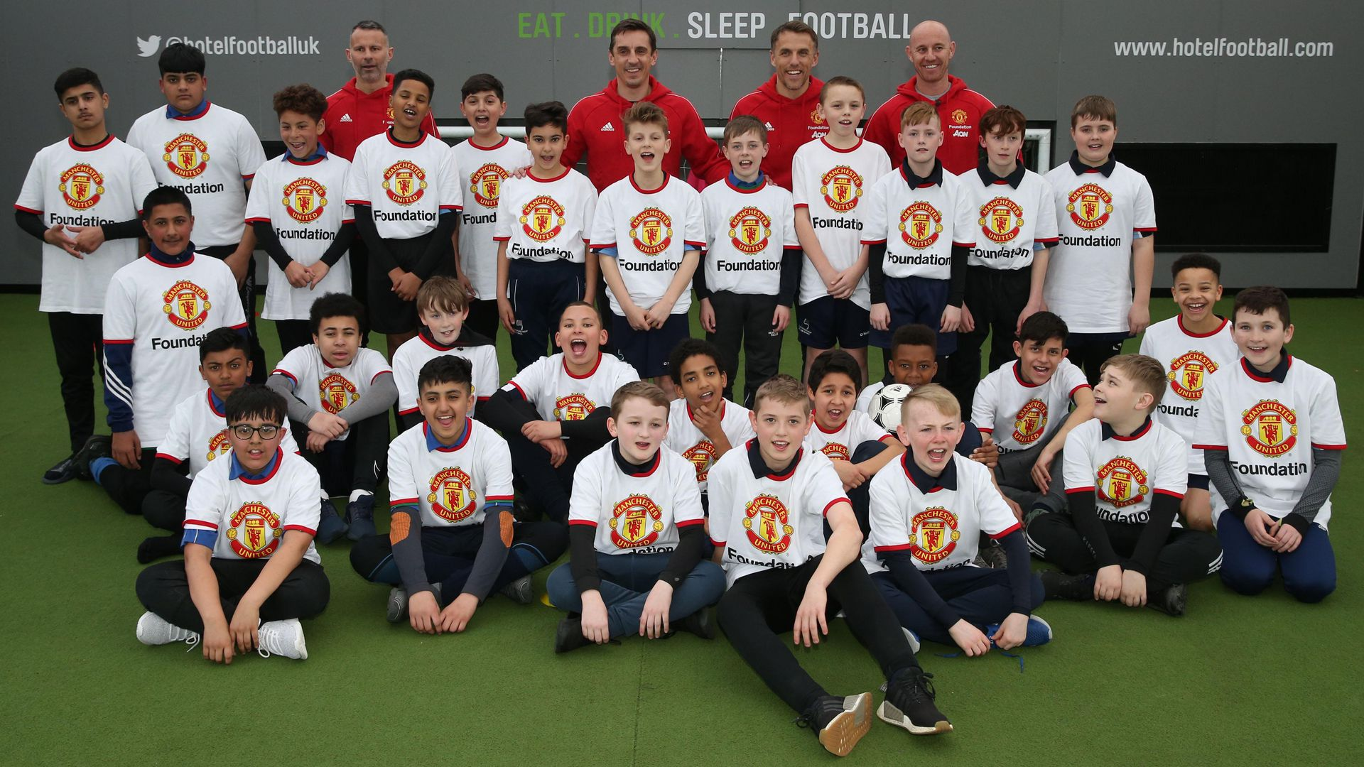 Class of '92 host kickabout for young school children | Manchester United