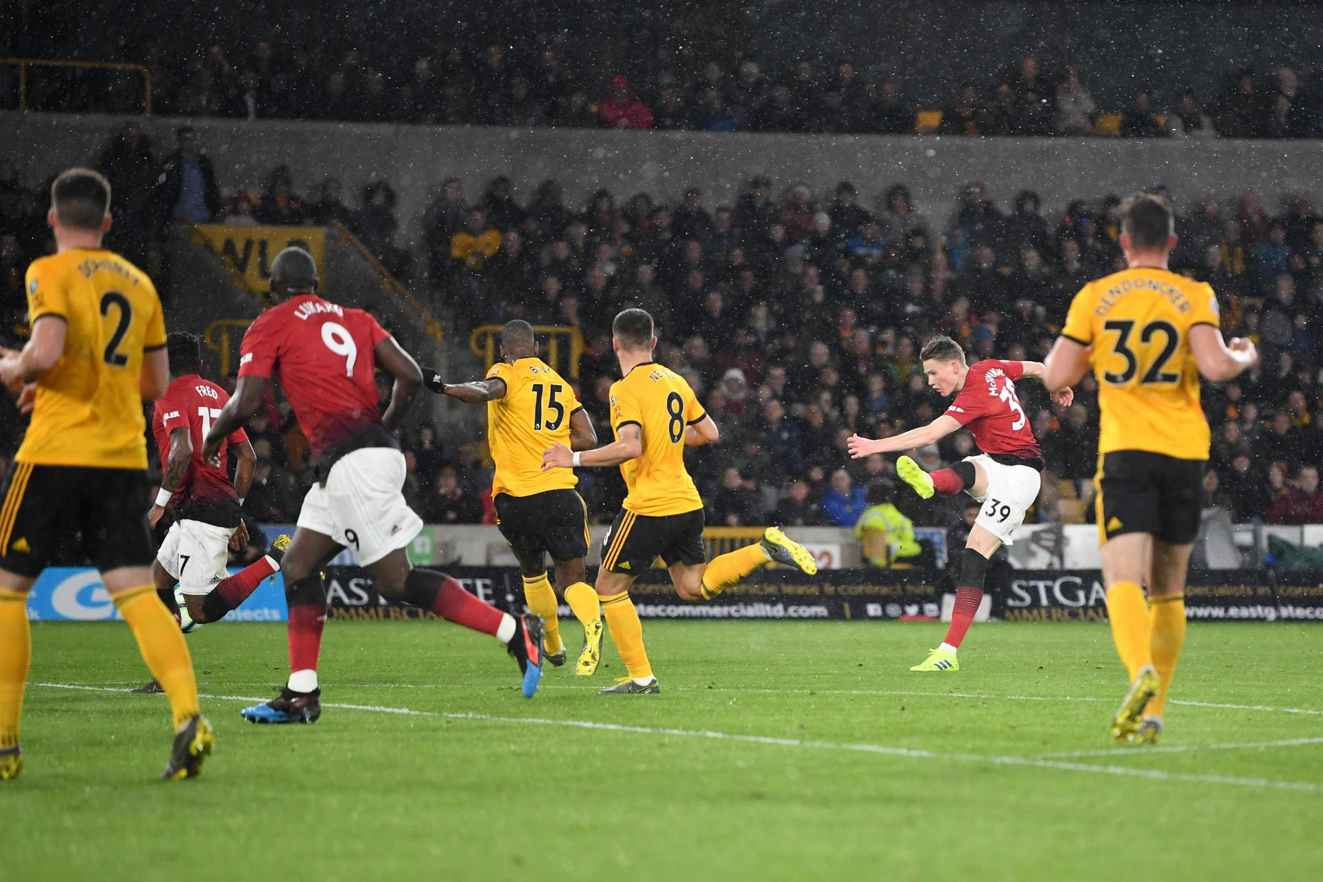 Scott McTominay scores the opening goal against Wolves。