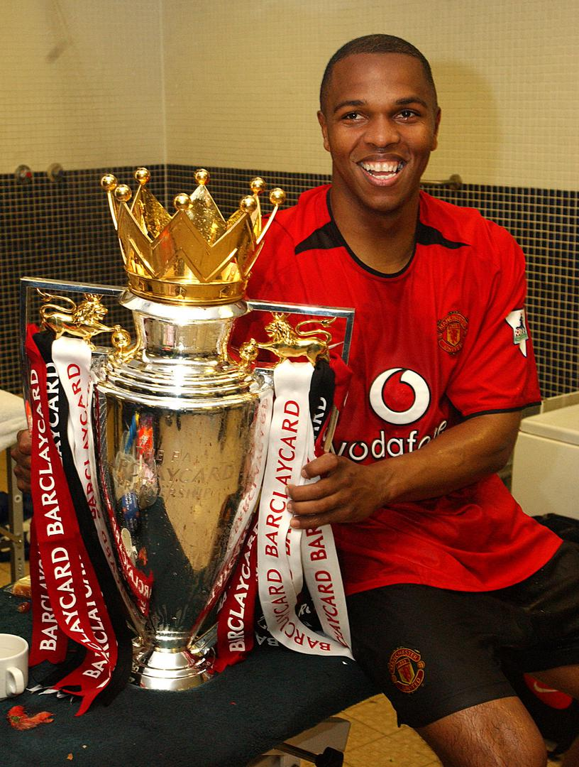 Quinton Fortune with the Premier League title in 2002/03