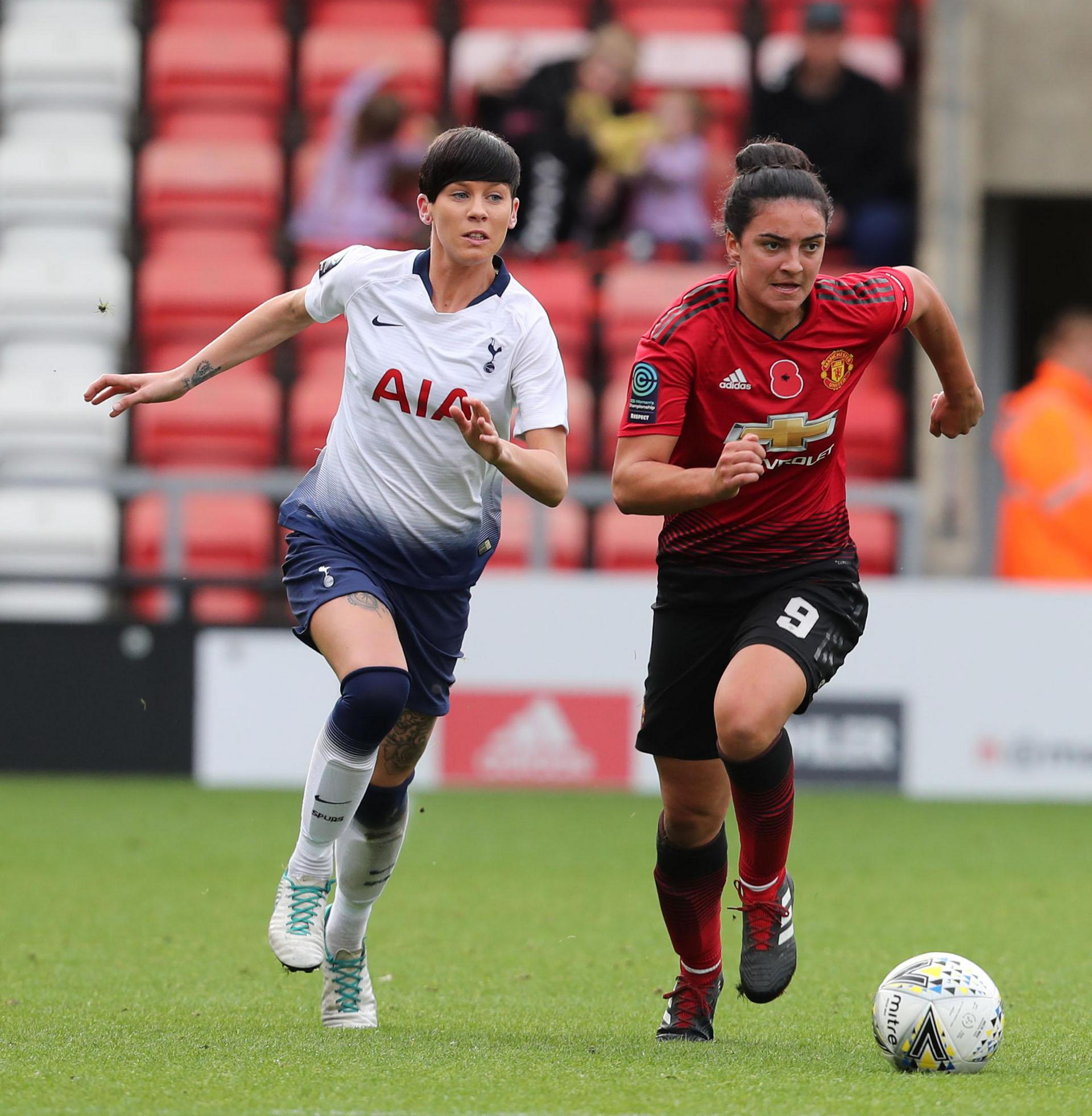 Jess Sigsworth in action against Tottenham Hotspur Ladies.