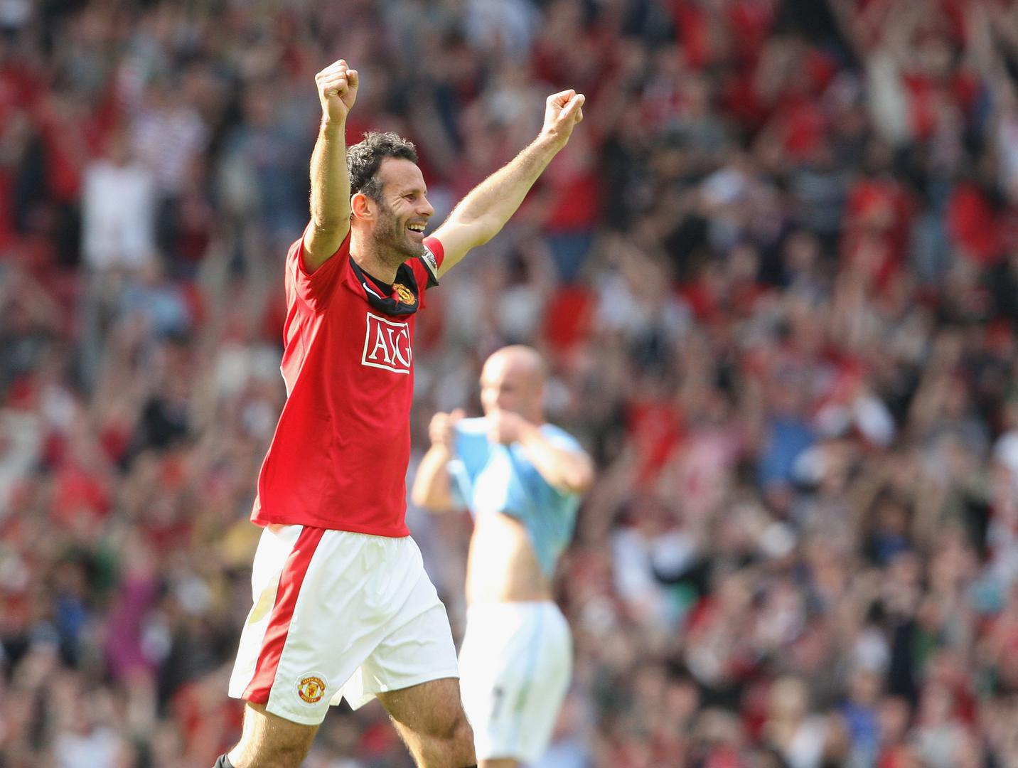 Ryan Giggs celebrates our 4-3 win over Manchester City.