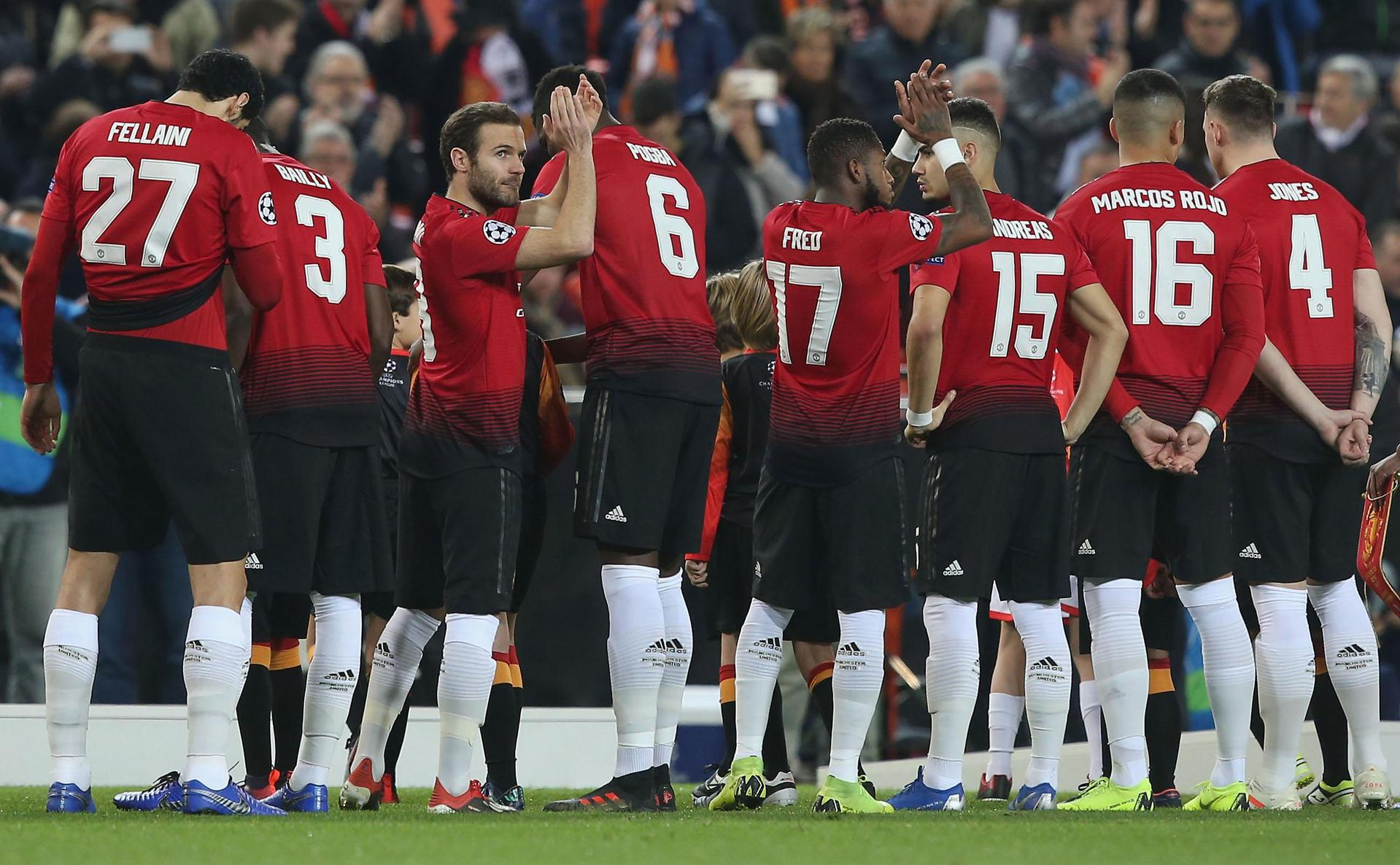 Manchester United line up before the Valencia match
