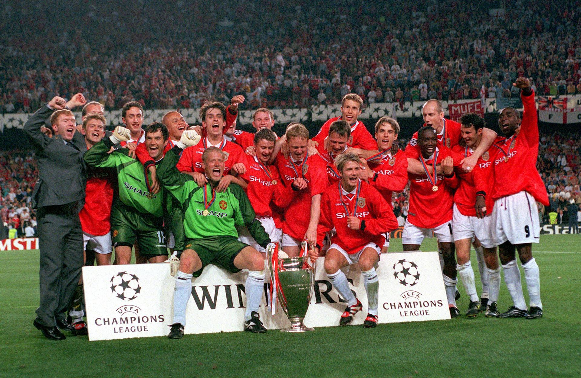 Manchester United players celebrate winning the 1999 UEFA Champions League final