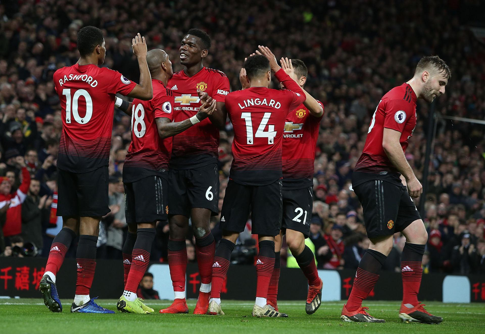 Manchester United players celebrate Rashford's goal during the 4-1 win over Bournemouth
