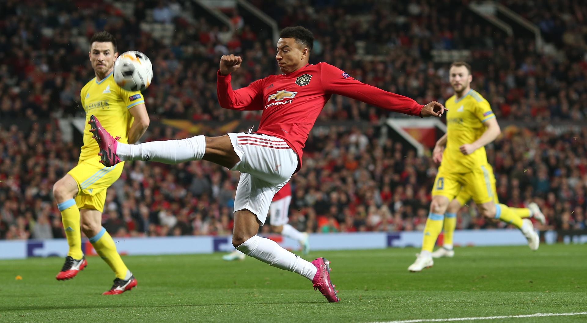 Jesse Lingard stretches for the ball 。。against FC Astana