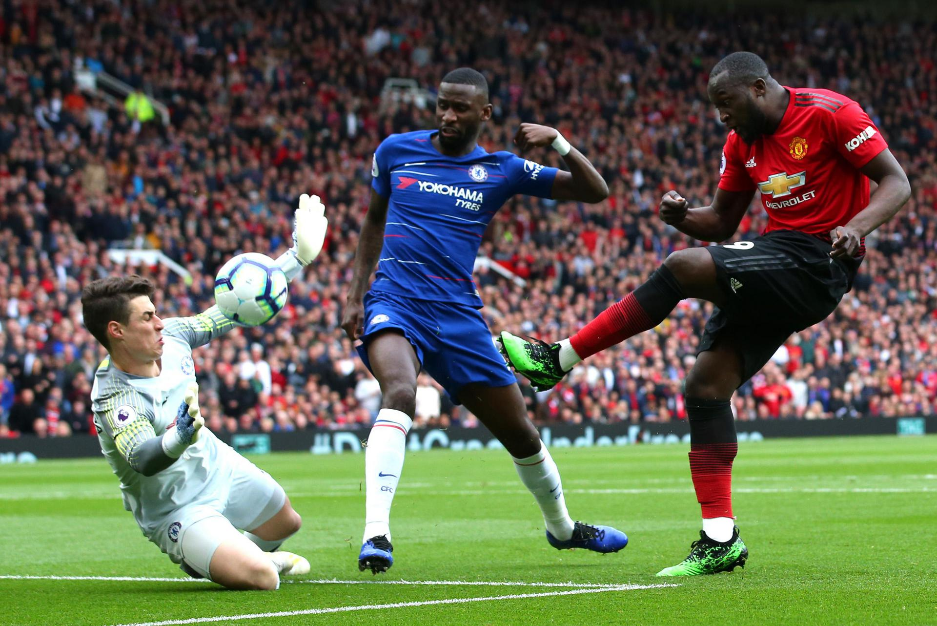 Romelu Lukaku's shot is saved by Kepa Arrizabalaga