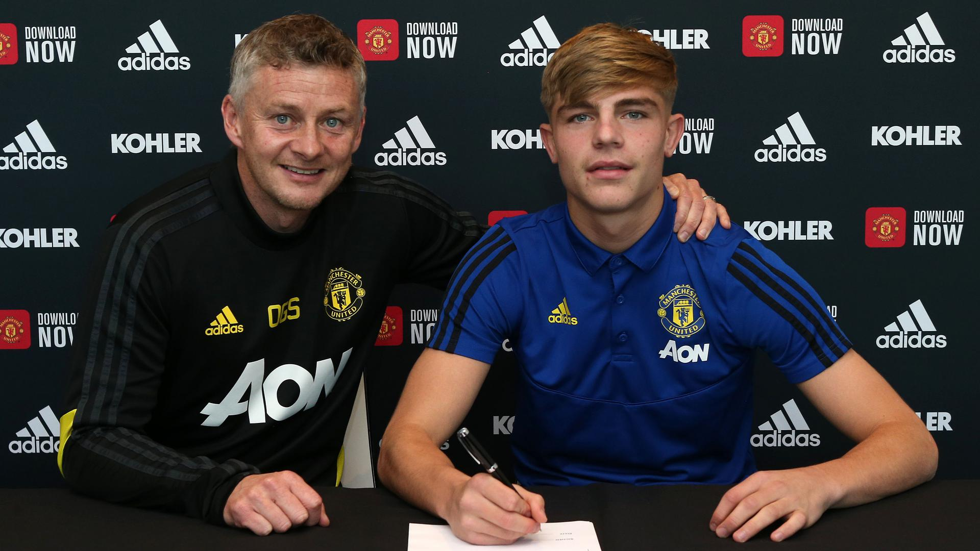 Brandon Williams signs new deal at Man Utd | Manchester United