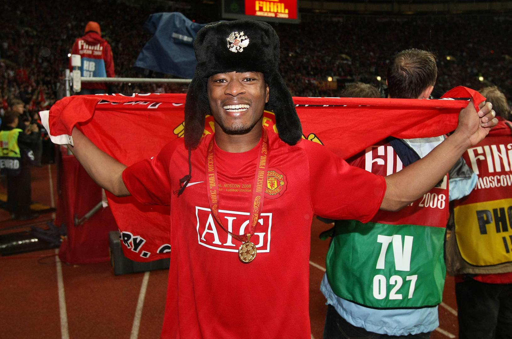 Patrice Evra 。。celebrates after United win the 2008 Champions League final in Moscow