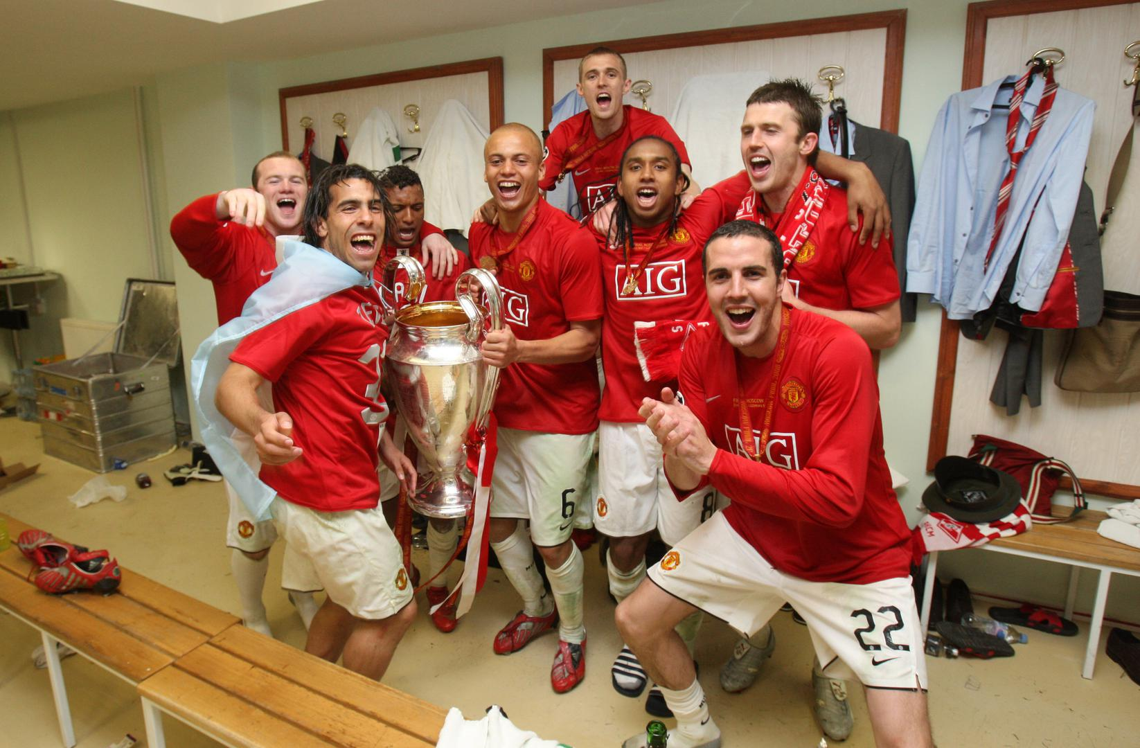John O'Shea in the dressing room、、 after the 2008 Champions League final with Wayne Rooney, Carlos Tevez, Nani, Wes Brown, Darren Fletcher, Anderson and Michael Carrick