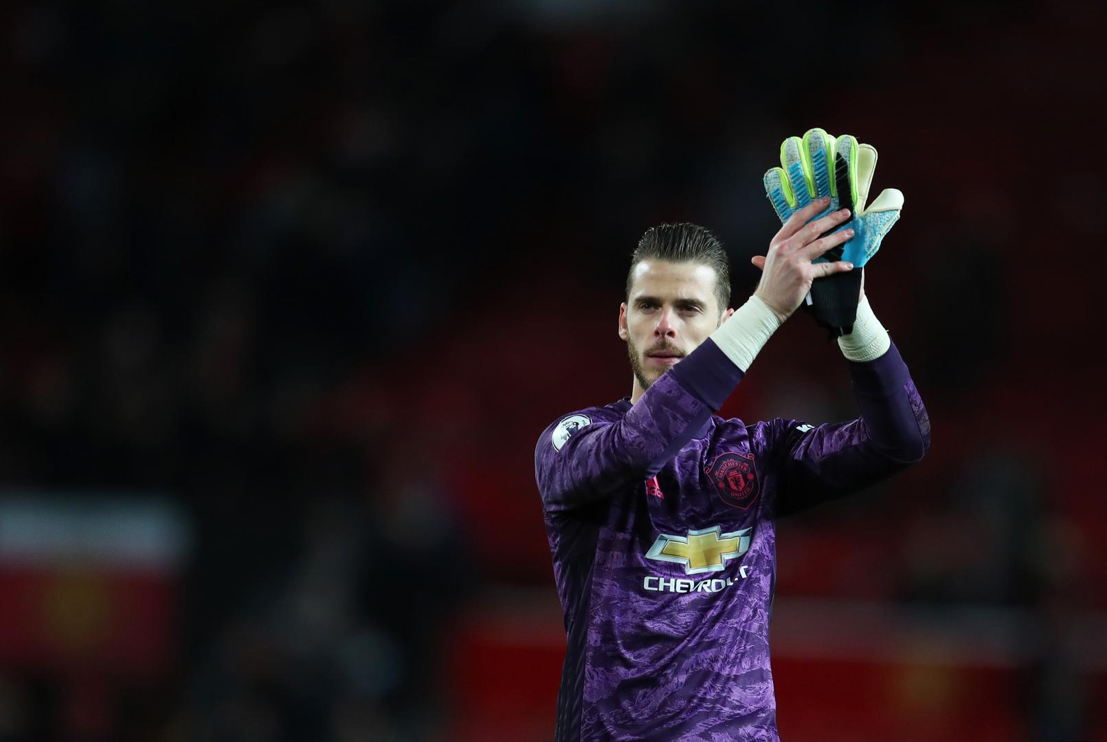 David De Gea claps the fans after Manchester United's draw with Liverpool at Old Trafford