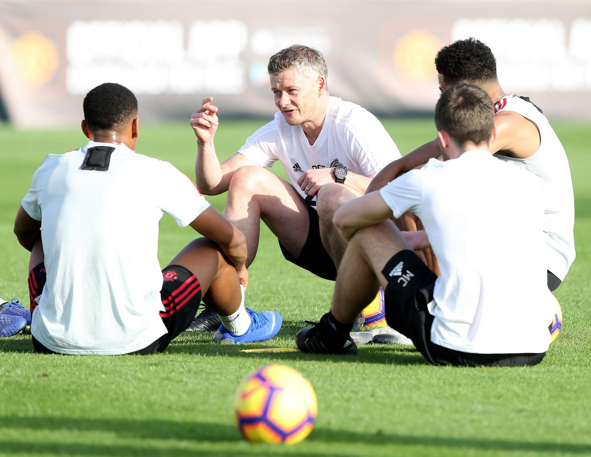 Ole Gunnar Solskjaer talks to his players in Dubai during a training camp.