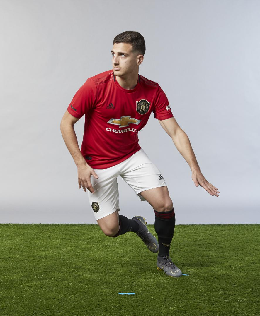 Diogo Dalot making moves in a Manchester United 2019/20 kit.