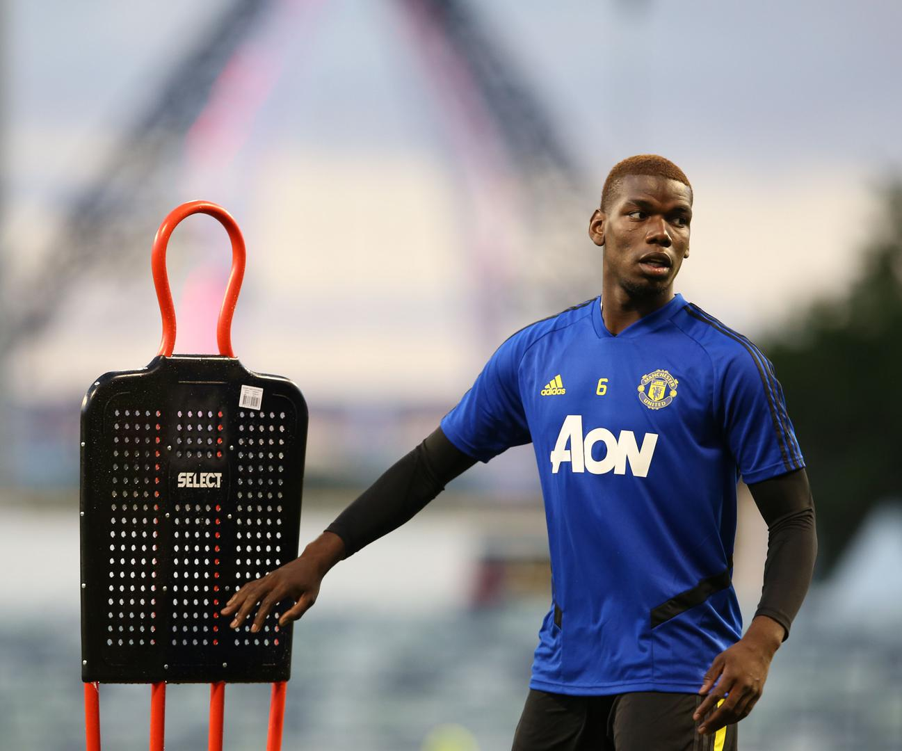 Paul Pogba takes part in training sessions at the WACA c。ricket ground in Perth, Australia.