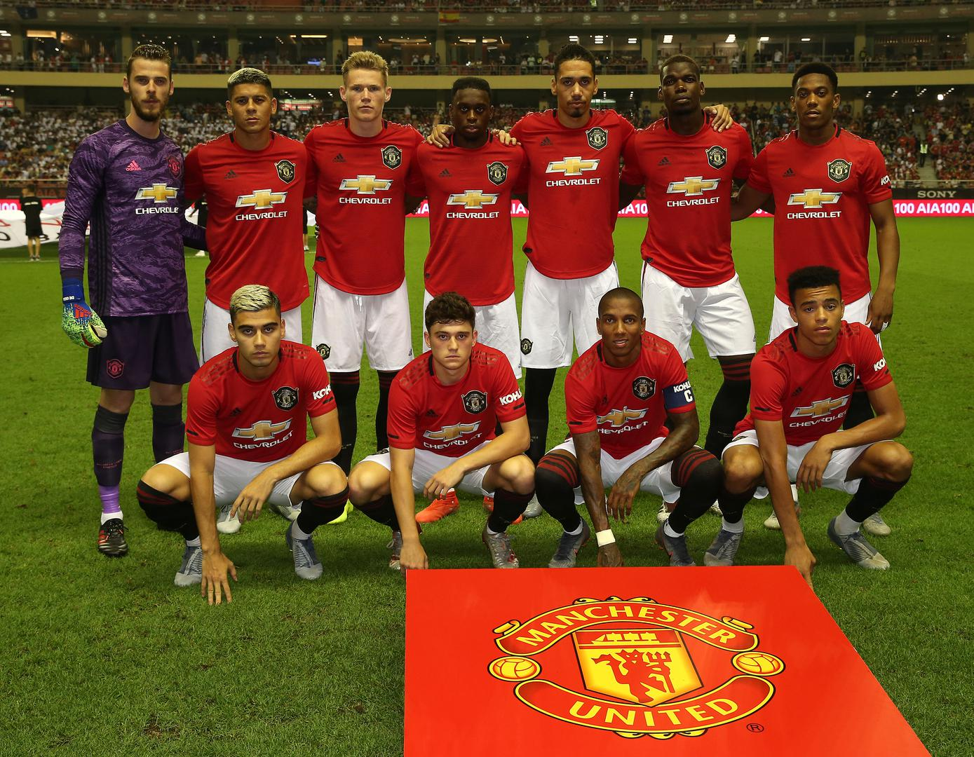 The United starting XI posing for a photo.