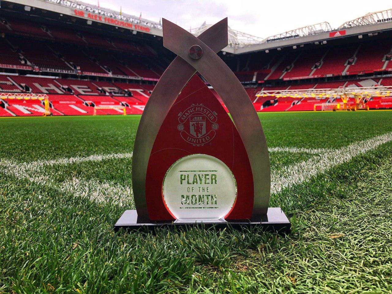 Man Utd's Player。。 of the Month trophy