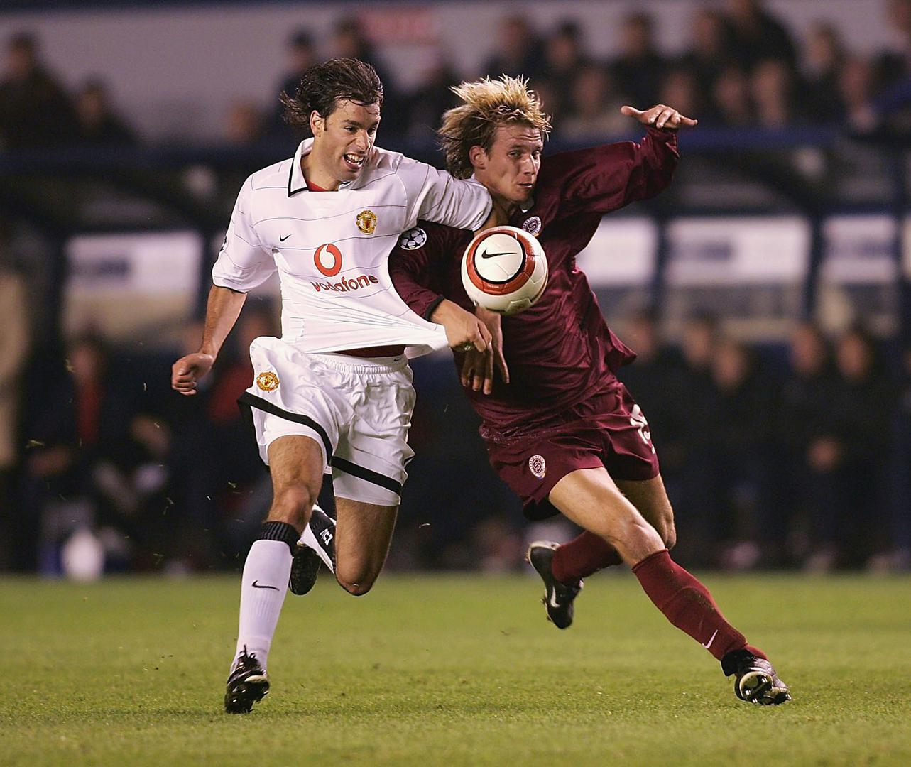 Ruud van Nistelrooy playing for Manchester United against Sparta Prague in 2004.