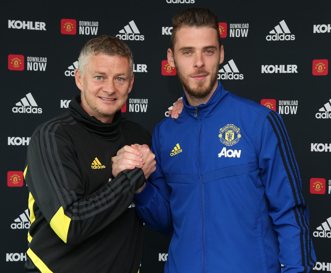 Ole Gunnar Solskjaer and David De Gea celebra!te his new deal.