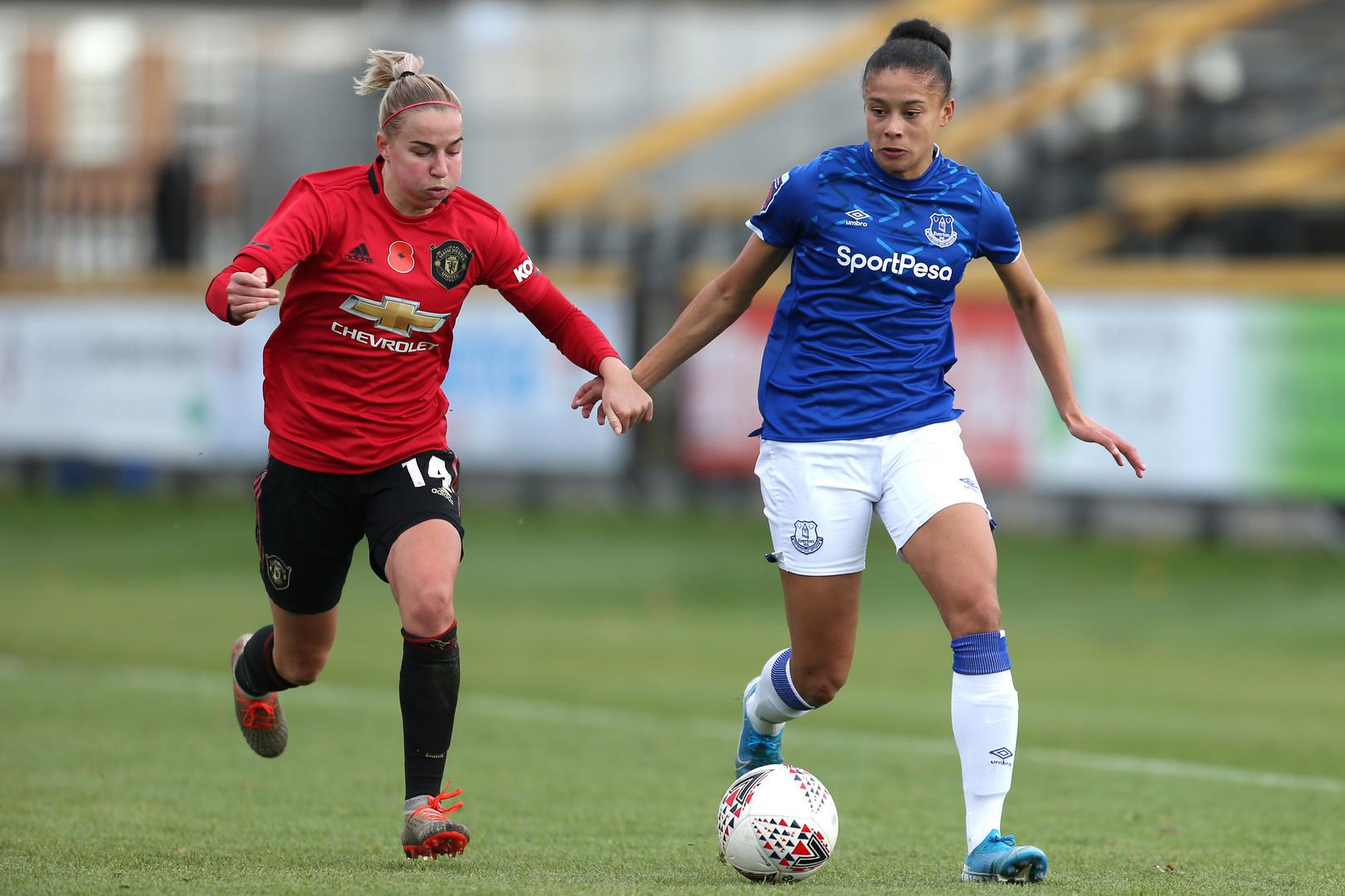 Jackie Groenen challenges an Everton player