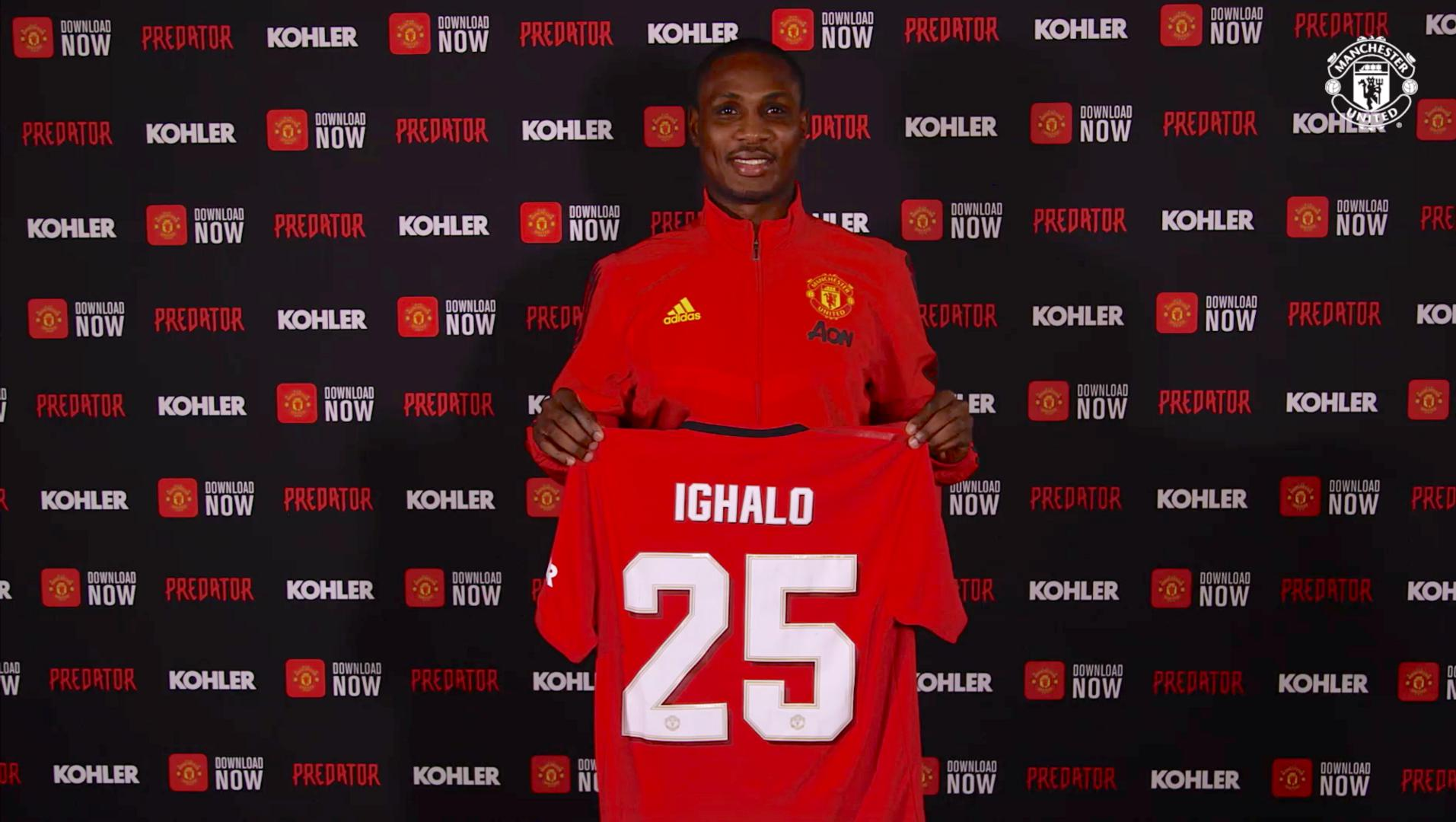 Odion Ighalo con la camiseta del United.