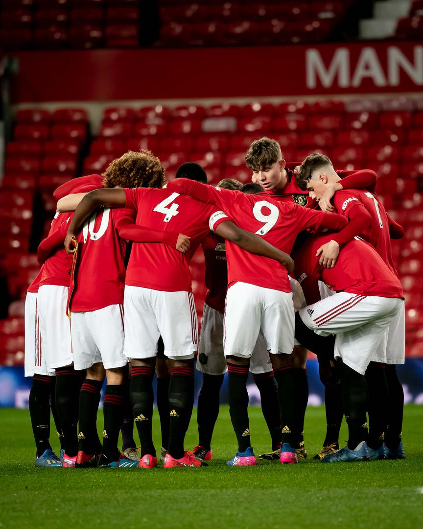 Manchester United team huddle before the FA Youth Cup quarter-final