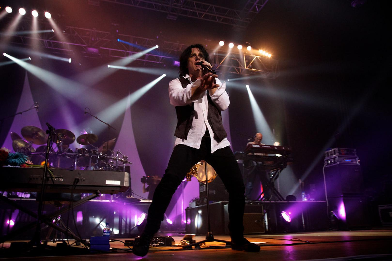 Steve Hogarth singing on stage with Marillion