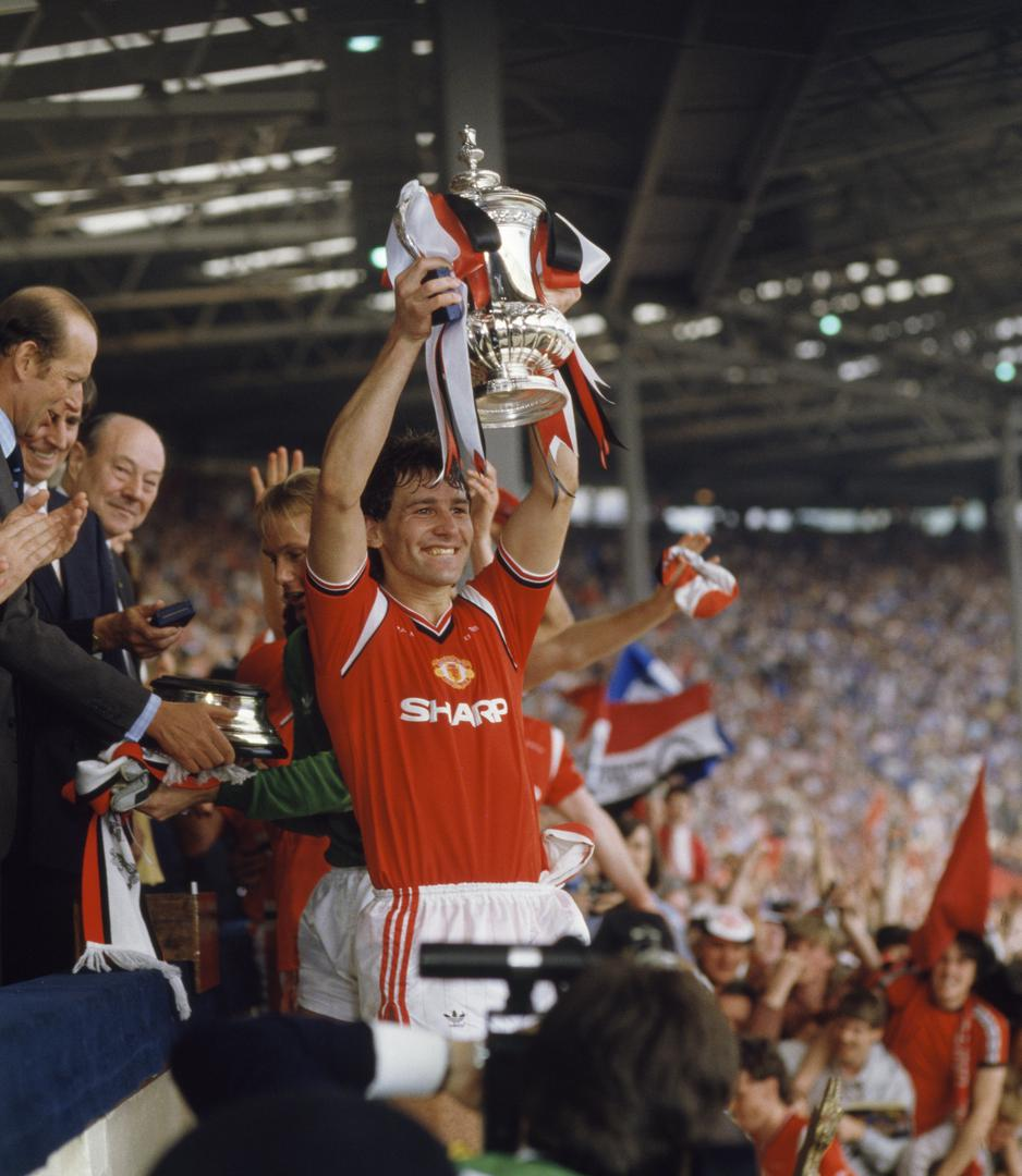 Bryan Robson lifts the 1985 FA Cup.