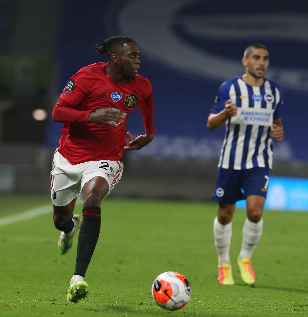 Aaron Wan-Bissaka runs 。。forward with the ball against Brighton
