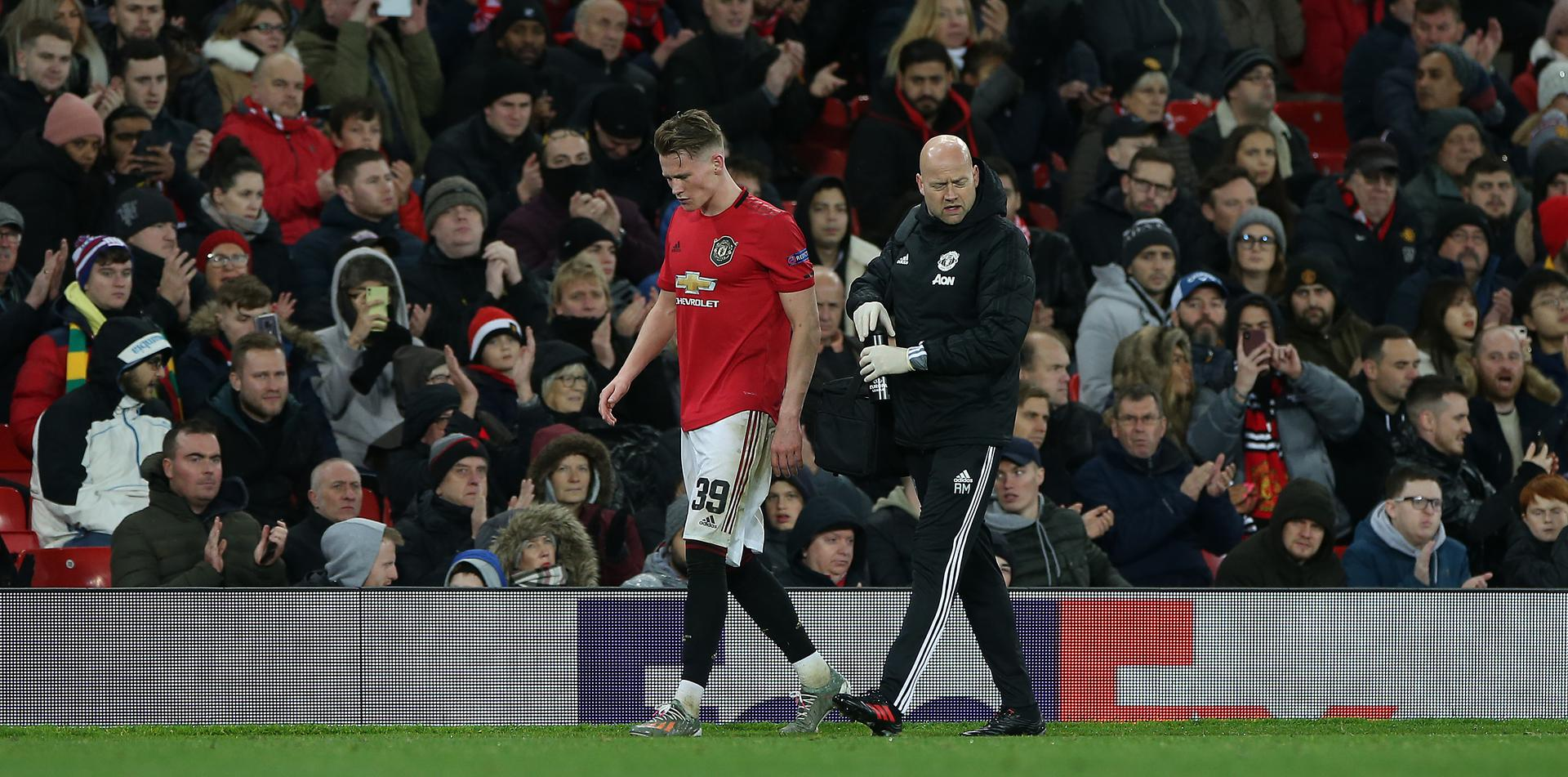 Scott McTominay 。。hobbles off at Old Trafford.