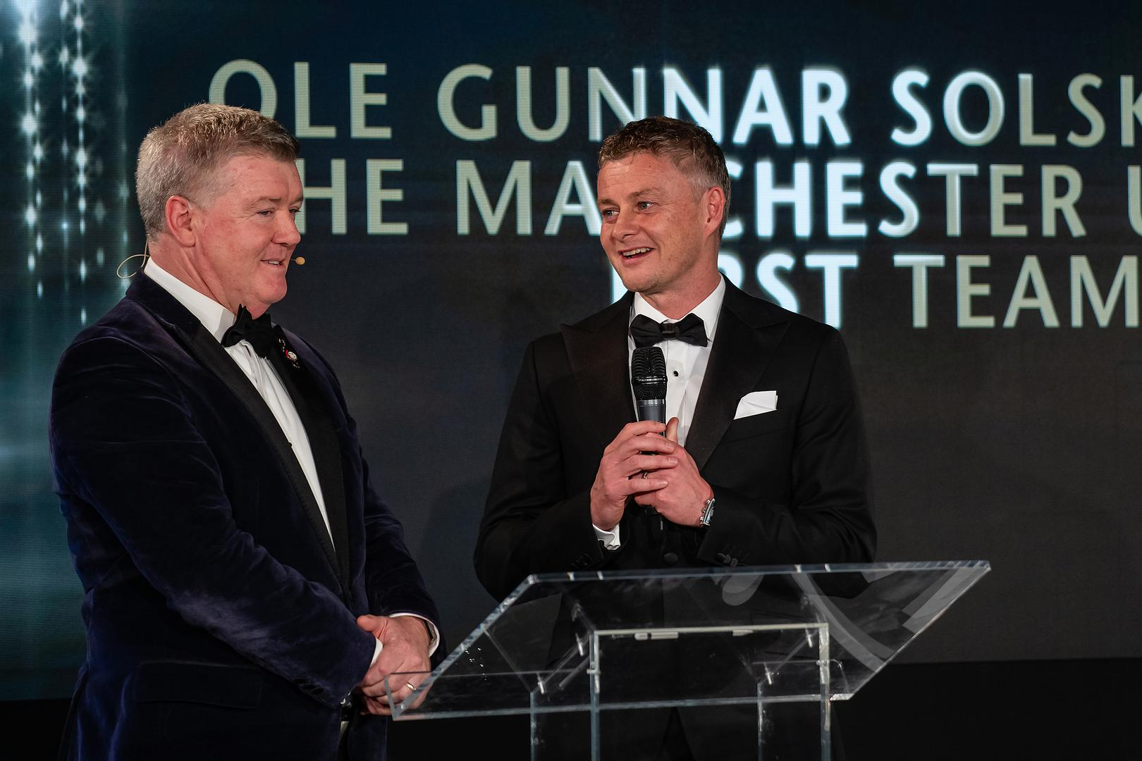 Ole Gunnar Solskjaer talks to event host Geoff Shreeves at the Manchester United Gala Dinner..