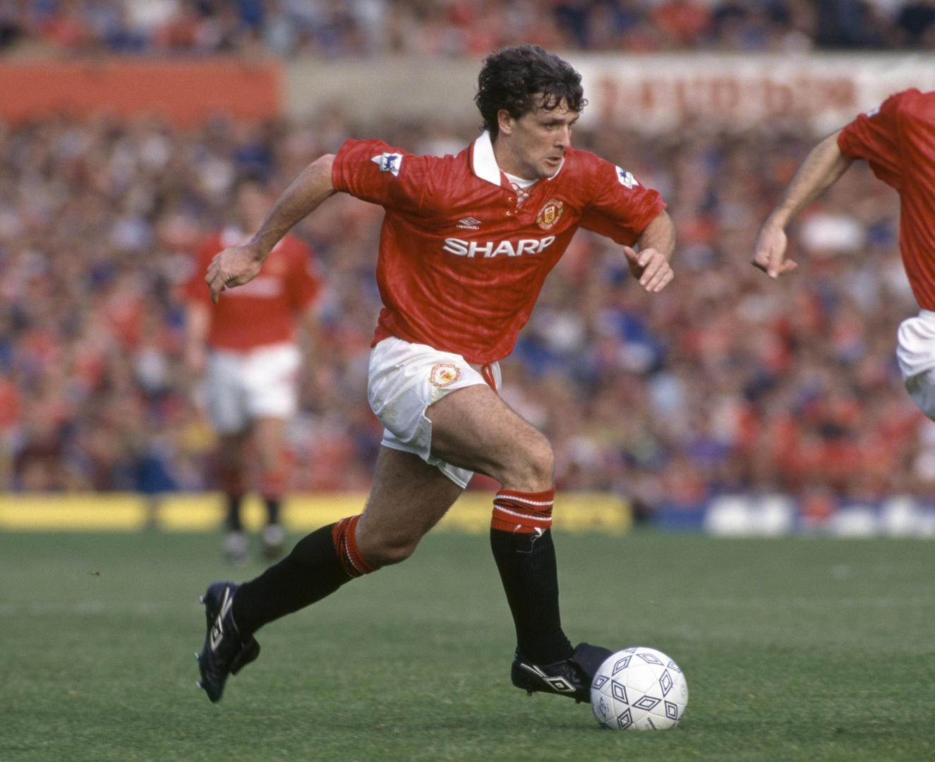 Mark Hughes playing for Manchester United.