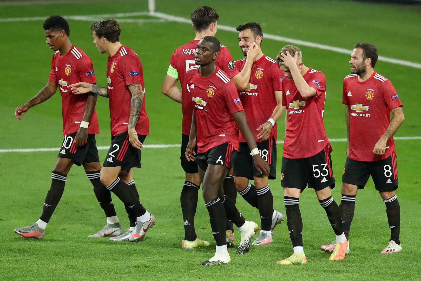 United celebrate the winner.。。
