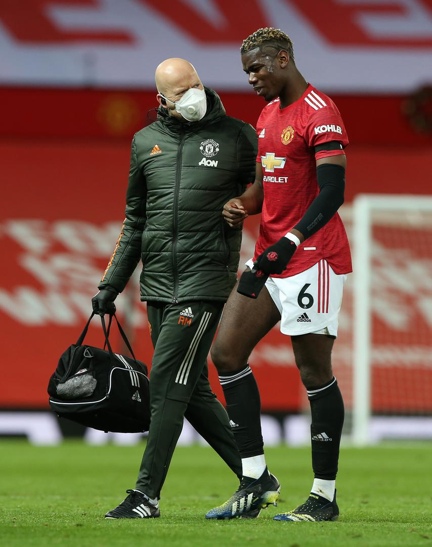 Paul Pogba goes off the pitch with an injuy.