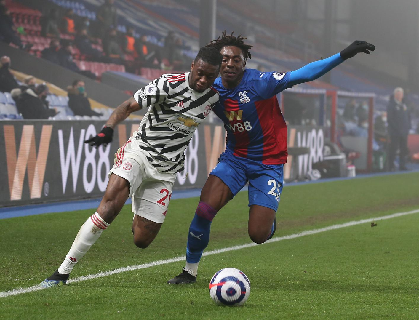 Aaron Wan-Bissaka battles for the ballcc