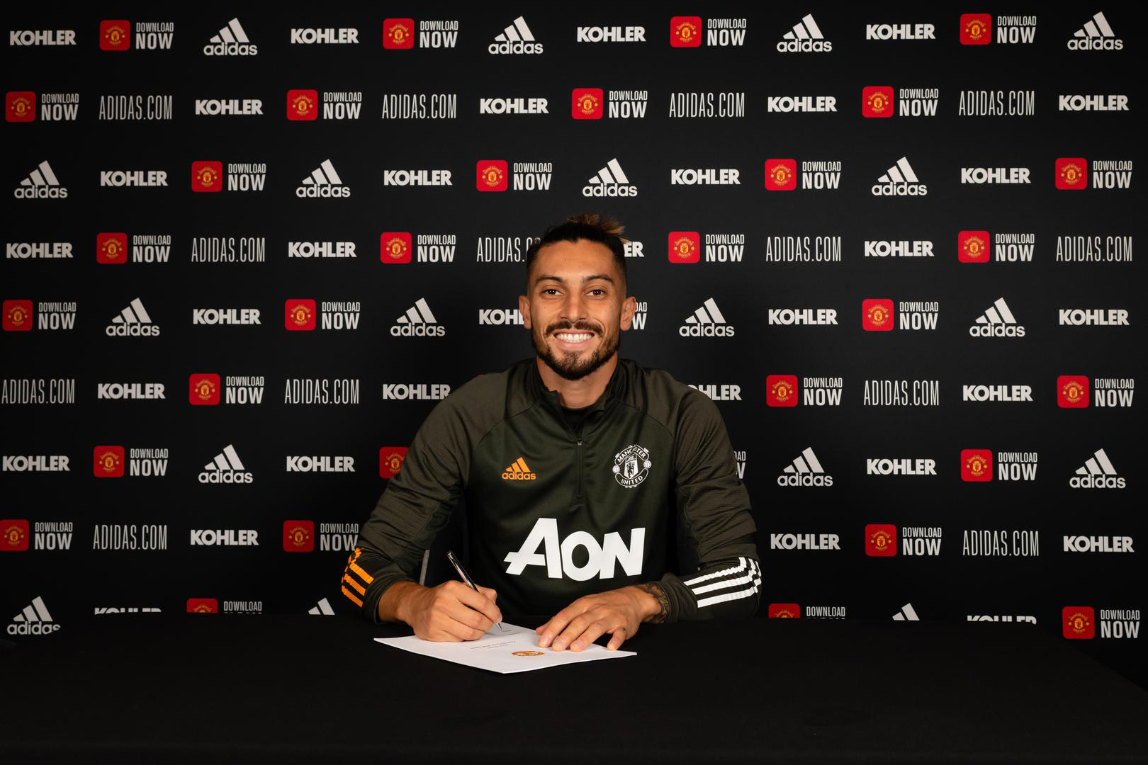 Alex Telles signs for Manchester United
