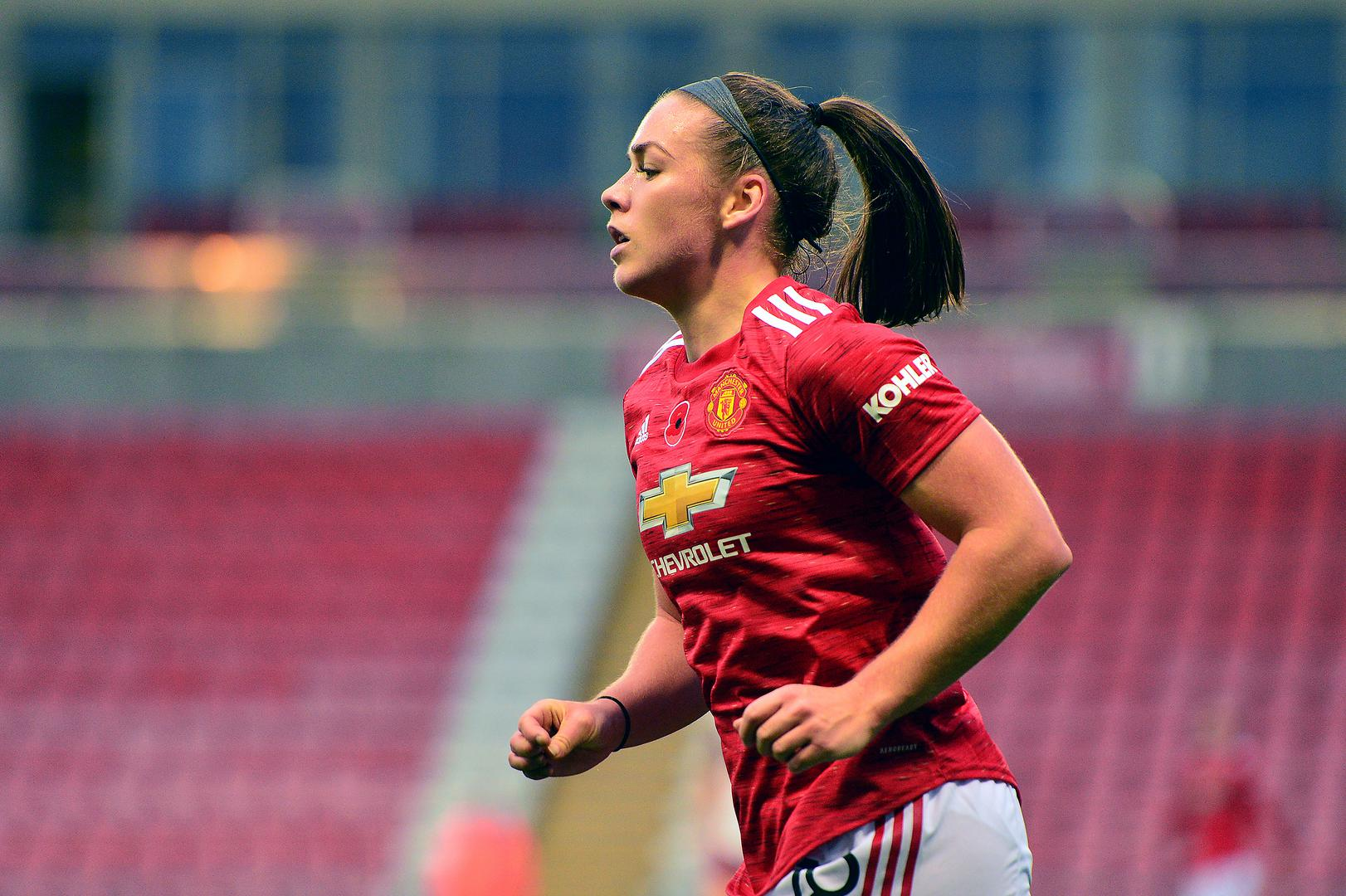 Kirsty Hanson playing for Manchester United Women.