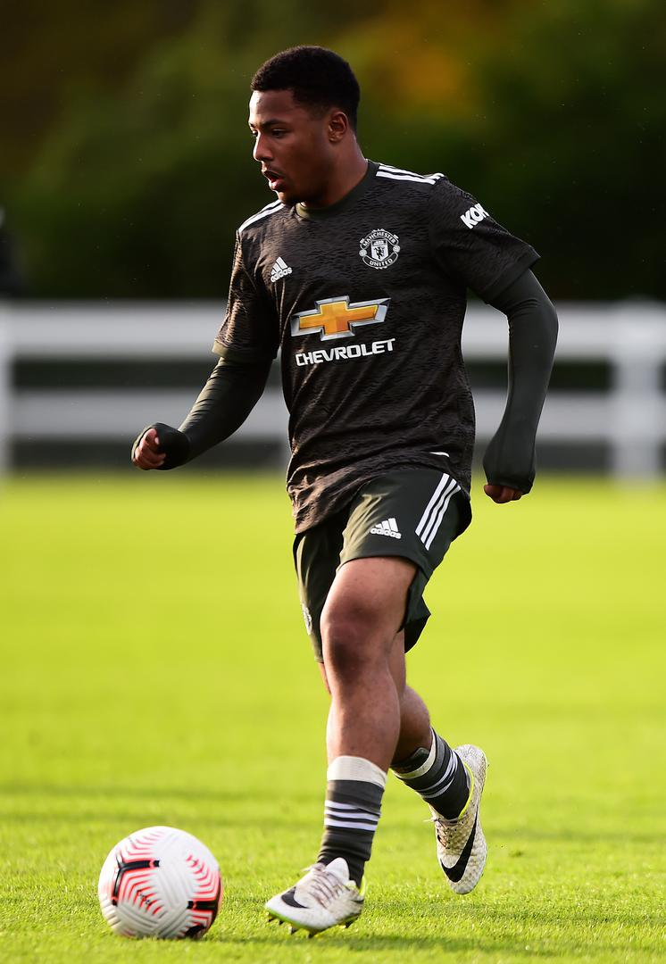 Dillon Hoogewerf on the ball for Manchester United Under-18s in the club's 2020/21 away kit