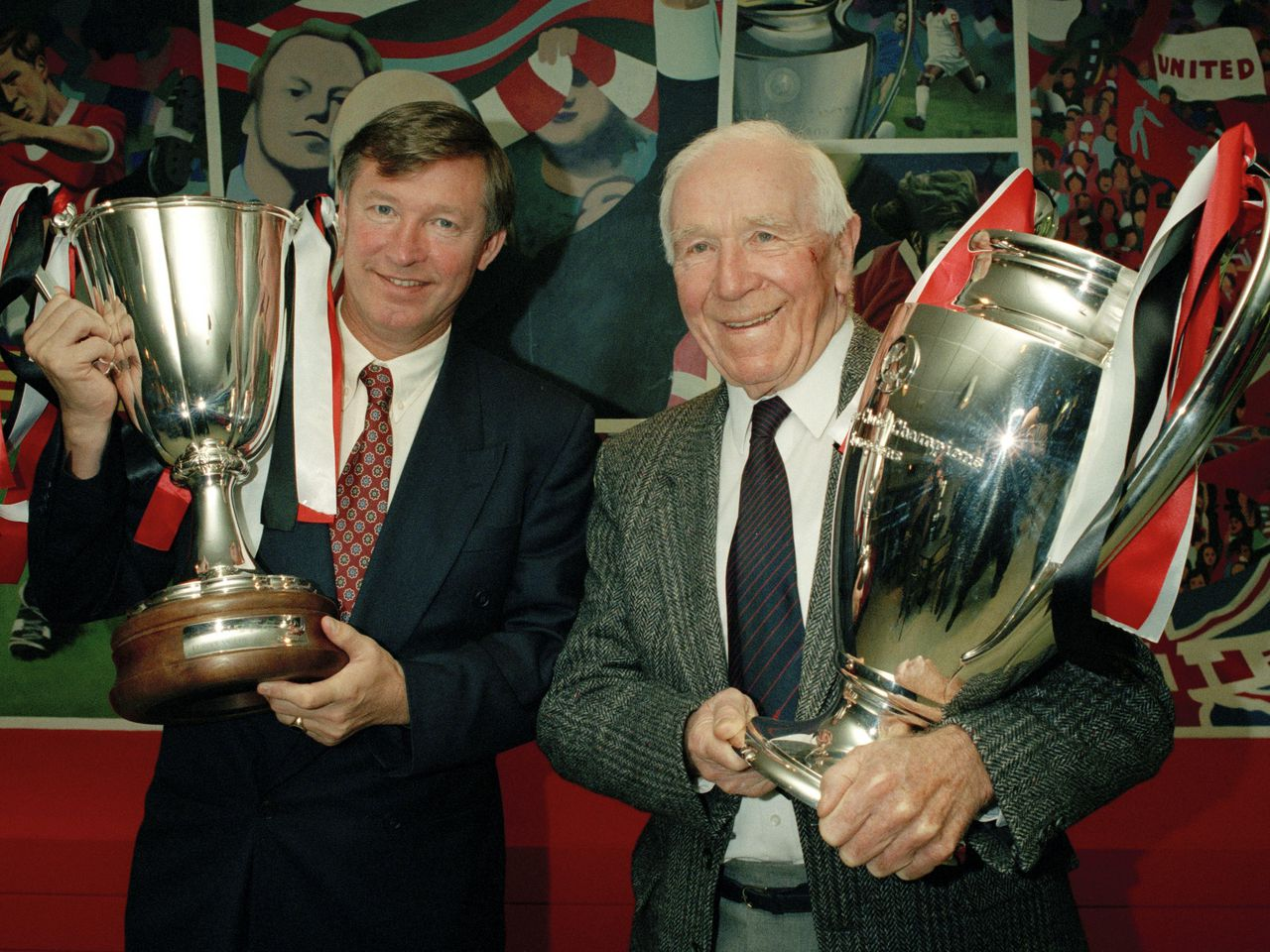 Sir Alex Ferguson pays tribute to the Busby Babes 60 years after Munich Air  Disaster | Manchester United